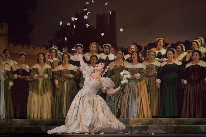 Click here to enlarge (photo: Ken Howard / Metropolitan Opera)